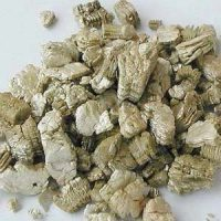 What does vermiculite insulation look like?
