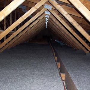 Isolation de grenier avec fibres de cellulose, Longueuil