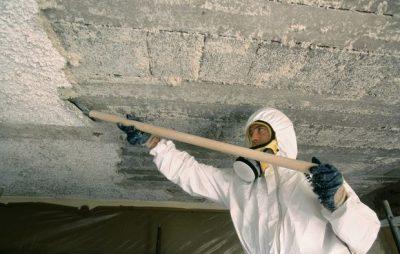 Enlèvement d'un plafond en stuc avec amiante