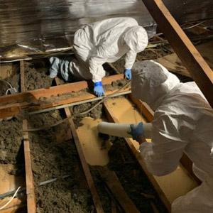 Travaux de décontamination de vermiculite, grenier