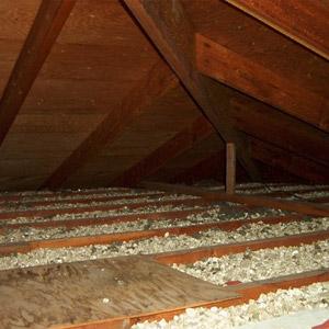 Isolation de vermiculite, entretoit (grenier)